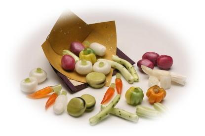 色、味、形もほんまもん なにわの伝統飴野菜